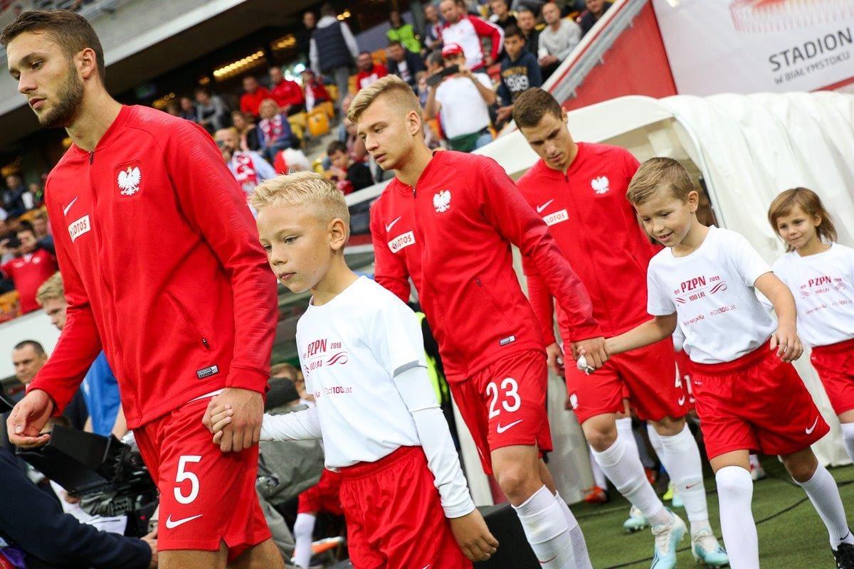 KONKURS – Dziecięca Eskort podczas meczu Reprezentacji Polski U-21 Polska – Łotwa na Stadionie Miejskim w Białymstoku!